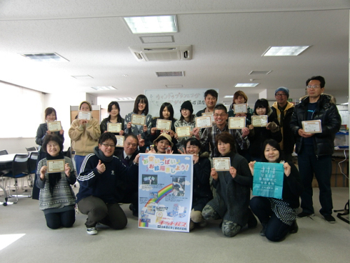 静岡県富士市吉原商店街のショーウィンドウにキットパスブロックでお絵かきするイベントを開催しました(2012年2月4日)