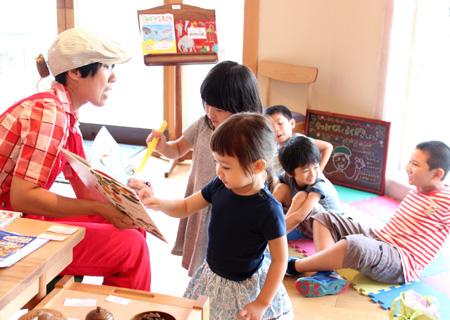 絵本作家スギヤマカナヨさんの絵本の読み聞かせ&キットパスでガラスにお絵かきワークショップ開催@オークヴィレッジ自由が丘ショールーム(2014年8月25日)