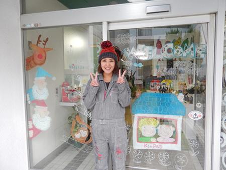 川崎工場ウインドーギャラリー第5弾 貫井裕美さんの「サンタはみている!」(2015年11月25日)